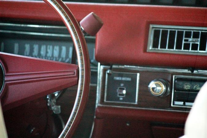 1976 Cadillac Coupe de Ville dash